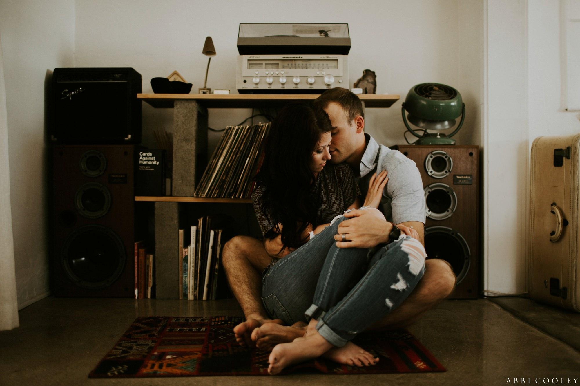 record player engagement shoot Joshua Tree California Engagement || Abbi Cooley