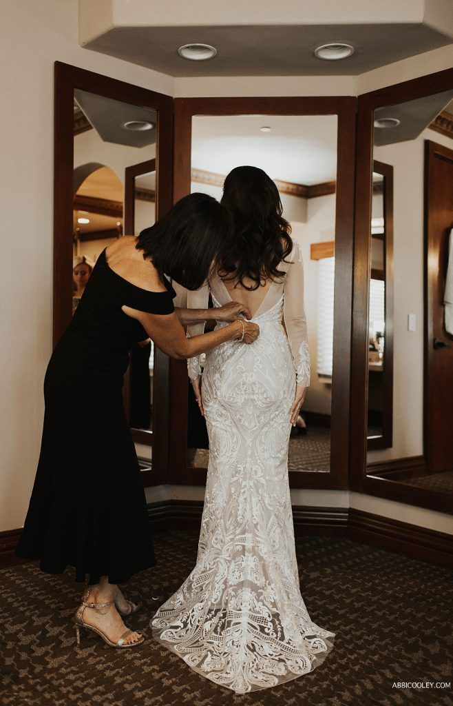 Mother of bride zipping dress La Quinta Country Club Wedding Photography || Abbi Cooley